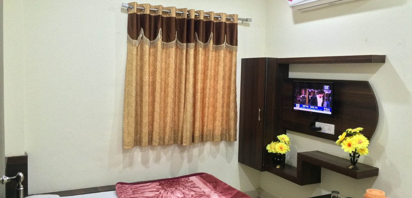 Hotel Vrandavan Palace - Budget hotel in ujjain